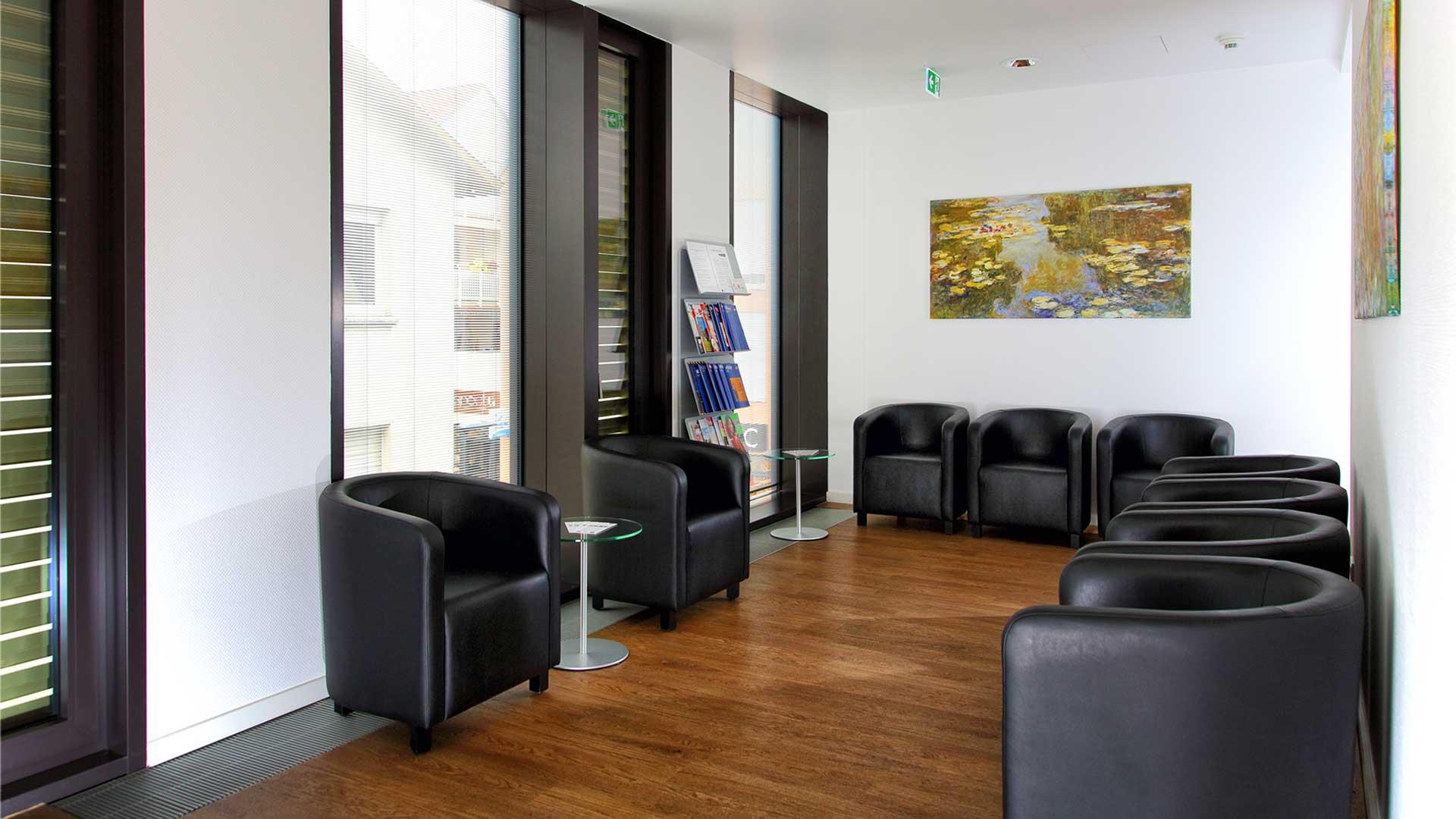 Kardiocentrum Frankfurt Praxis Bad Vilbel, Niddaplatz, Wartebereich